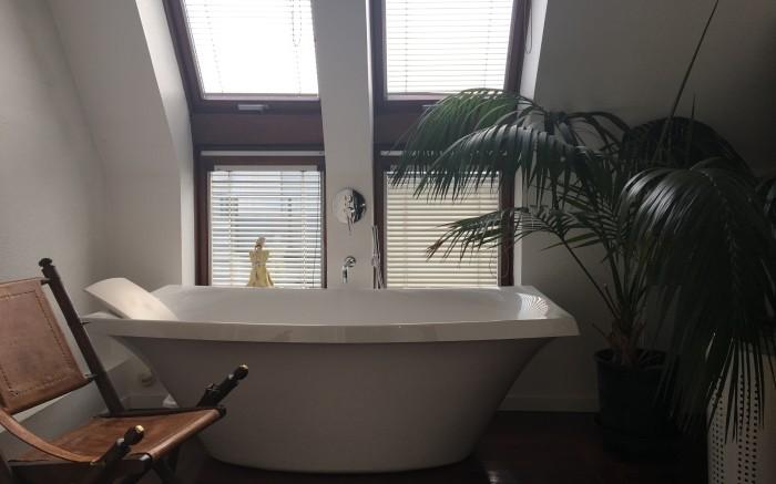 salle de bain avec douche balneo